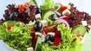Смъква ли кръвното нитратната салата със зехтин?
