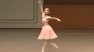 Тази малка балерина ще ви спре дъха (ВИДЕО)