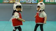 Тези деца ще ви убият от смях! Ето как 3-годишните се учат на самозащита (ВИДЕО)