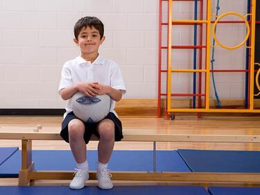 Треньори ще водят всеки трети час по физическо в училище