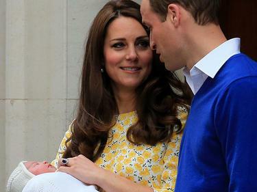 Великобритания чака кръщенето на принцеса Шарлот