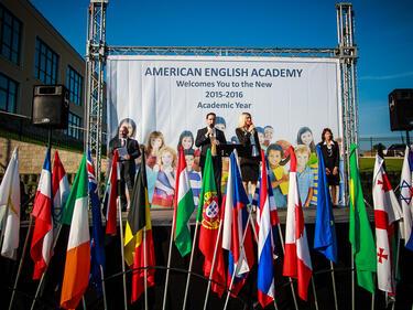 Американо-английската академия откри новата учебна година с празнична заря