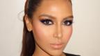 Запознайте се с абсолютната двойничка на Ким Кардашиян! (СНИМКИ)