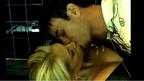 Родни фенки поставят рекорд по целувки за Енрике