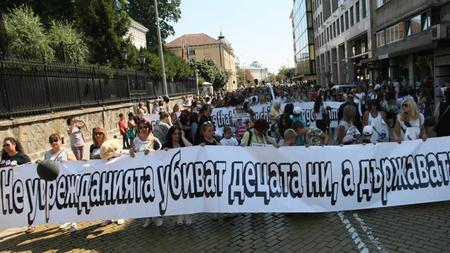 Изстрадали майки на деца с увреждания: Държавата нехае, ще гладуваме под прозореца на Борисов
