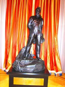Паметник на бащата на руската ядрена програма Игор Курчатов беше открит във Виена