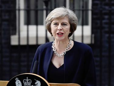 Мей: Brexit започва през март догодина