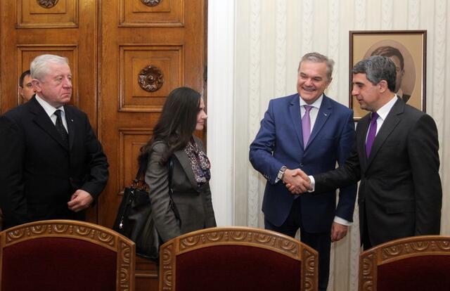 АБВ след срещата с президента: Това Народно събрание не може да излъчи кабинет (СНИМКИ)
