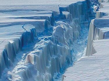Още един гигантски айсберг се откъсва в Антарктида