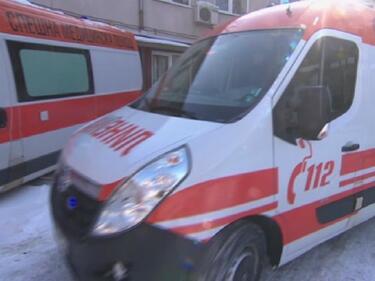 Линейките закъсват в преспите