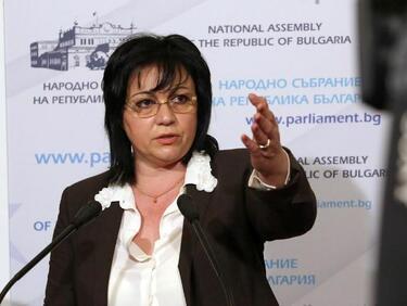 Нинова към Борисов: Останахте, за да откраднете 2 млрд. лв. излишък