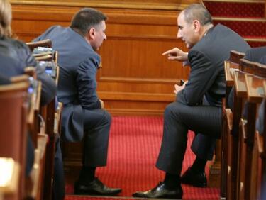 ГЕРБ ще спасява референдума, моли Радев за още дни на парламента