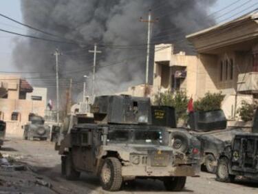 """""""Ислямска държава"""" отстъпва територии от Мосул, взривява сгради"""