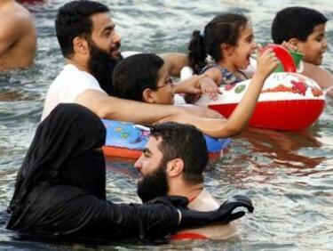 Съдът в Страсбург: Плуването в училище задължително за мюсюлманките