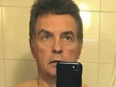 Скандал! Проверяват директор на столично училище за порно селфита