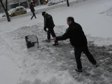 250 столичани с глоби за непочистени тротоари