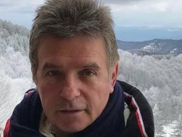 Училищният директор с голите снимки подаде оставка в МОН