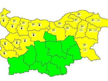 Опасно време плаши 18 области в страната