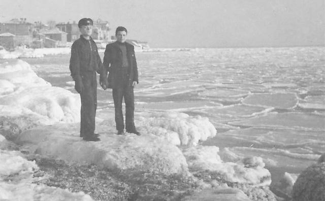 След повече от половин век: Морето край Бургас замръзна (СНИМКИ)