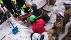 Още 4 оцелели в хотела, пометен от лавина в Италия (снимки)