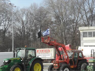 Гръцките фермери се отказаха! Вдигнаха блокадата