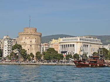 Гърция примамва наши туристи с табели на български