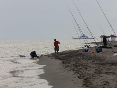 Резил! Гърция пъди рибарите ни, били много мърляви