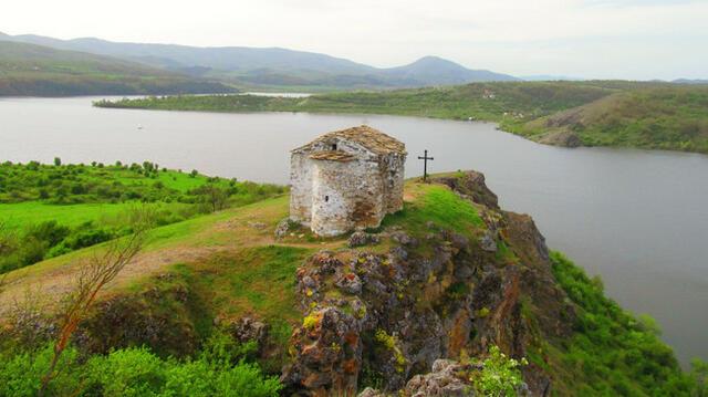 УИКЕНД ИДЕЯ! Историята за параклиса на потопеното село Пчелинци