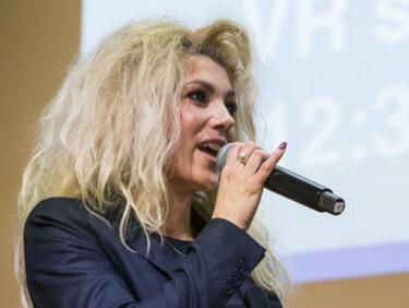 ЕС награди българка за първия в света таблет за незрящи (снимка)