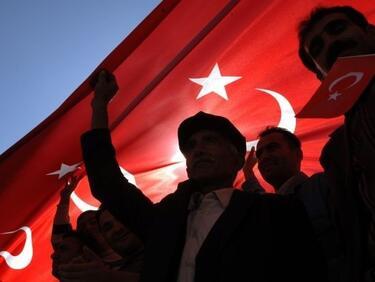 След като подпали Европа, Турция отново заплаши с мигрантите