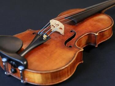 """Открадната цигулка """"Страдивариус"""" се завърна на сцената"""