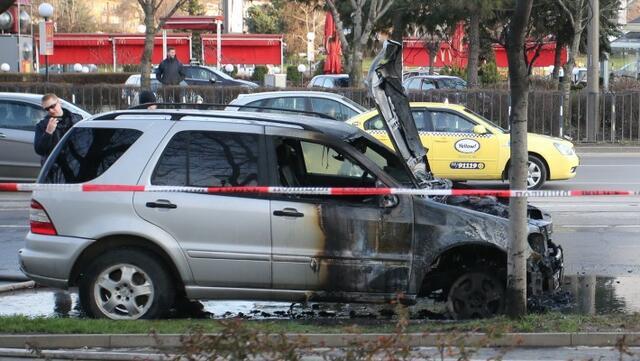 Четири коли изгоряха край НДК (СНИМКИ)