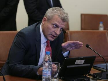 Москов се захвана със Здравната каса, даде я на прокурор