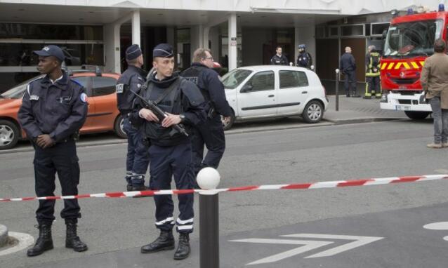 Шокиращи разкрития! Тройният атентатор от Париж по чудо не успял