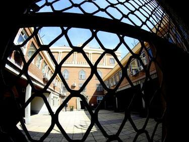Държавни влиза на проверка в затворите заради купони, оргии и дрога