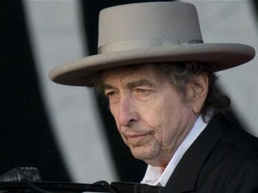 Нобеловият комитет с ултиматум към Боб Дилън