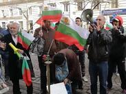 """Будни граждани блокираха бул. """"Дондуков"""" пред сградата на КЕВР (ВИДЕО/СНИМКИ)"""