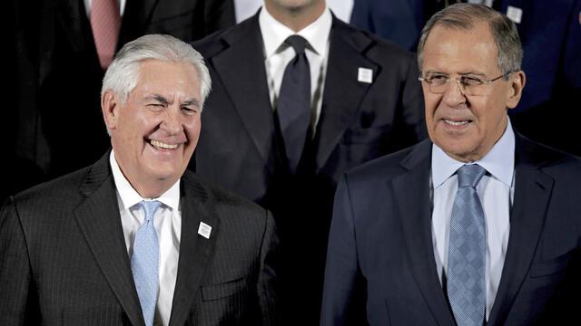 Жалък опит на неопитния дипломат Тилърсън да омилостиви Русия