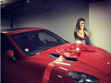Не е истина с каква кола се хвали моделът Моника Валериева (СНИМКИ)