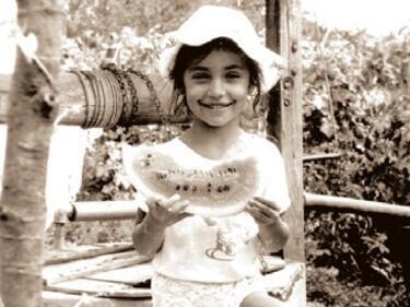 Можете ли да познаете тази малка госпожица (СНИМКИ)