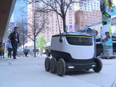 Робот разнася храни в Сан Франциско (ВИДЕО)