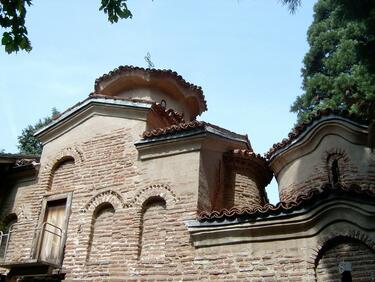 Над 75% от българите посещават църкви при празнични пътувания