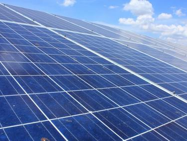 Соларен панел на покрива произвежда вода