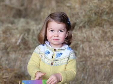 Принцеса Шарлот става на 2 годинки