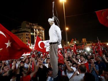 Атина пак отказа на Анкара да й предаде турски военни