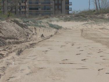 Министри в действие! Ангелкова и Димов проверяват унищожени дюни на Слънчев бряг