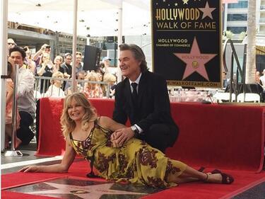 Голди Хоун и Кърт Ръсел получиха заедно звезди на Алеята на славата