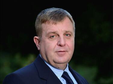 Каракачанов: Закриването на наборната служба беше голяма грешка