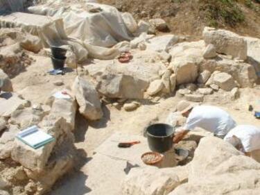 Откриха останки от опожарена къща от 6 хил. пр. Хр. в Струмяни