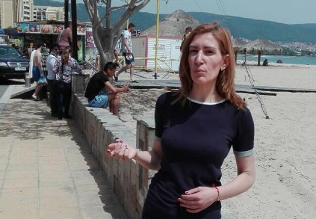 Ангелкова прати багери на плажа в Слънчев бряг (СНИМКИ)